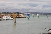 Conil - обход прибоя через рыбацкий порт