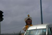 вот такой чудак голосовал на светофоре:)